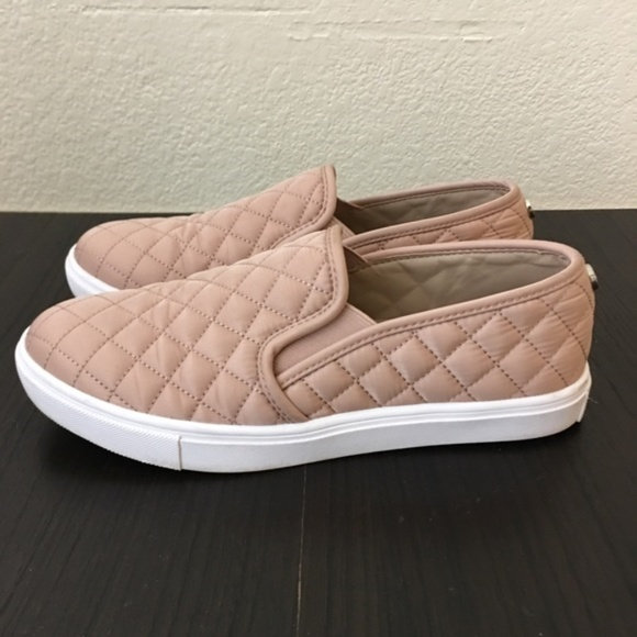 d4dbc65f524 STEVE MADDEN ECENTRCQ QUILTED SLIP ON SNEAKERS 8.5.  M 5b4be8f5534ef95869a3290c